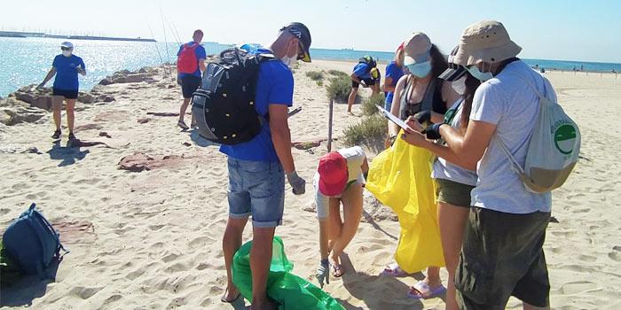 Recoger basura playa
